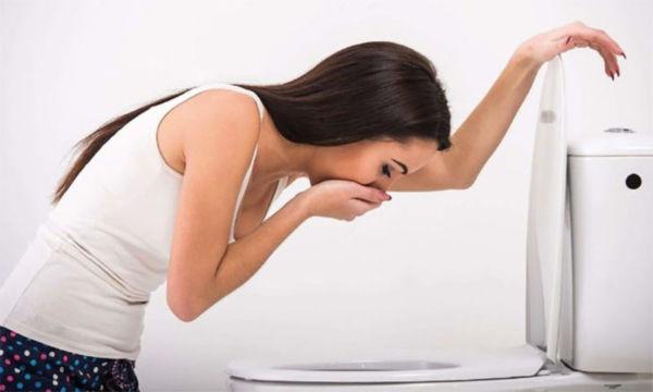 Имплантационное кровотечение не является признаком беременности. Чтобы удостовериться в зачатии, лучше сделать тест через 2 недели после предполагаемой даты или дождаться других признаков.